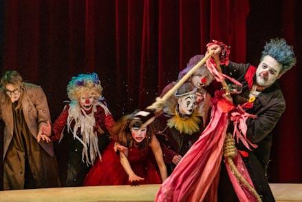 The Clowns Convention Scenefoto004