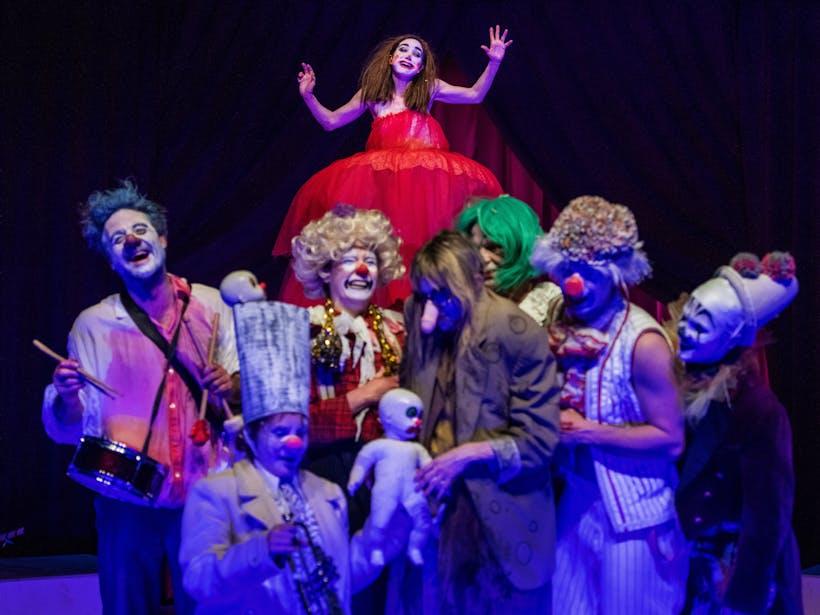 The Clowns Convention Scenefoto001